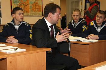 Дмитрий Медведев посетил нахимовское военно-морское училище